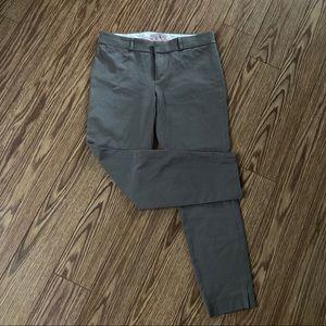 Banana Republic Sloan pants in gray/purple size 6